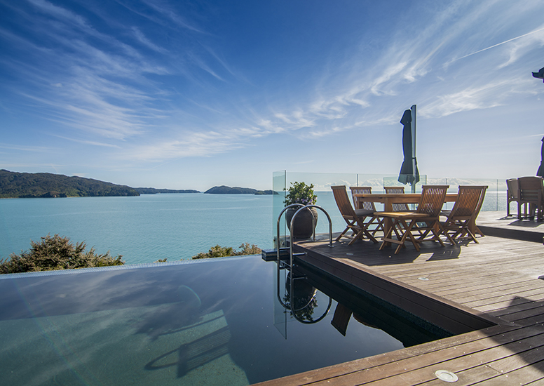 Split Apple Retreat Infinity Pool and Terrace